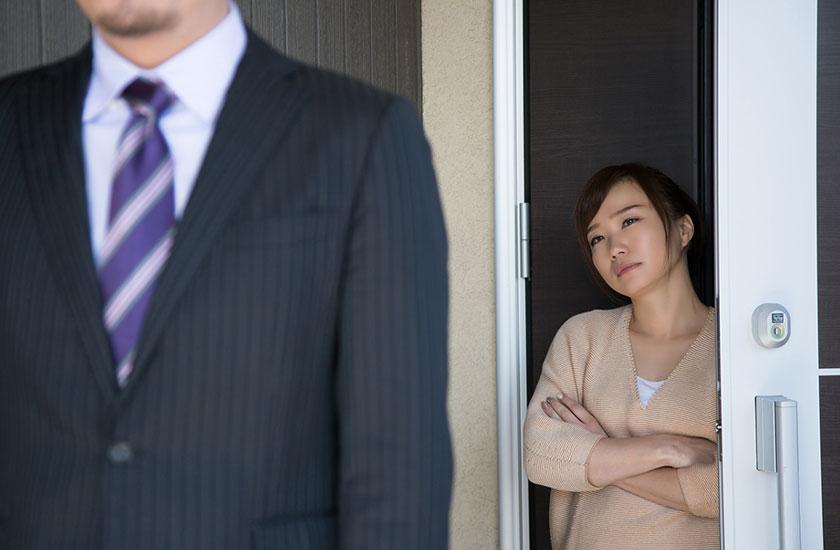 パートナーの不倫を疑う女性