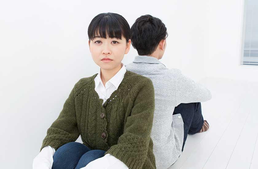 パートナーの浮気を悲しむ女性