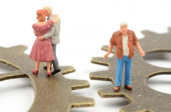 離婚後に再婚した男女と元夫