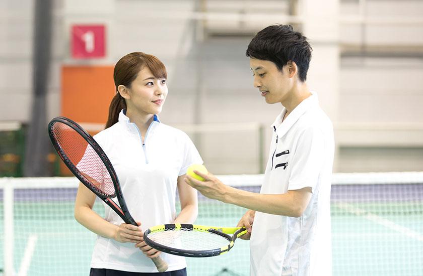 テニスコーチと既婚女性