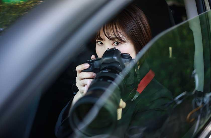 社内から不倫の証拠を撮影する探偵