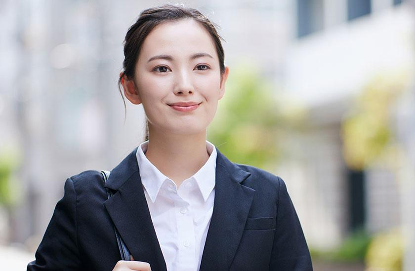 離婚後に再就職する女性