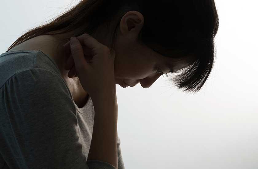 親族の信頼を裏切り孤独な女性