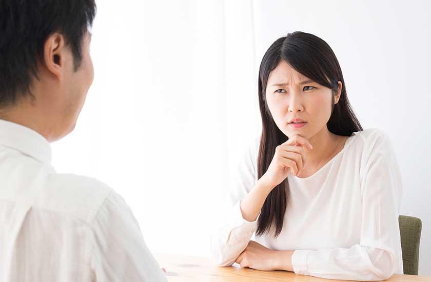 「妻と自分のどちらが大切なのか」と不倫相手に確認する女性