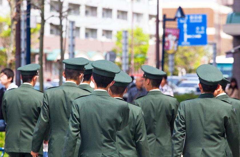 外出許可を得た自衛隊員