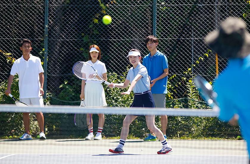 テニススクールの練習風景
