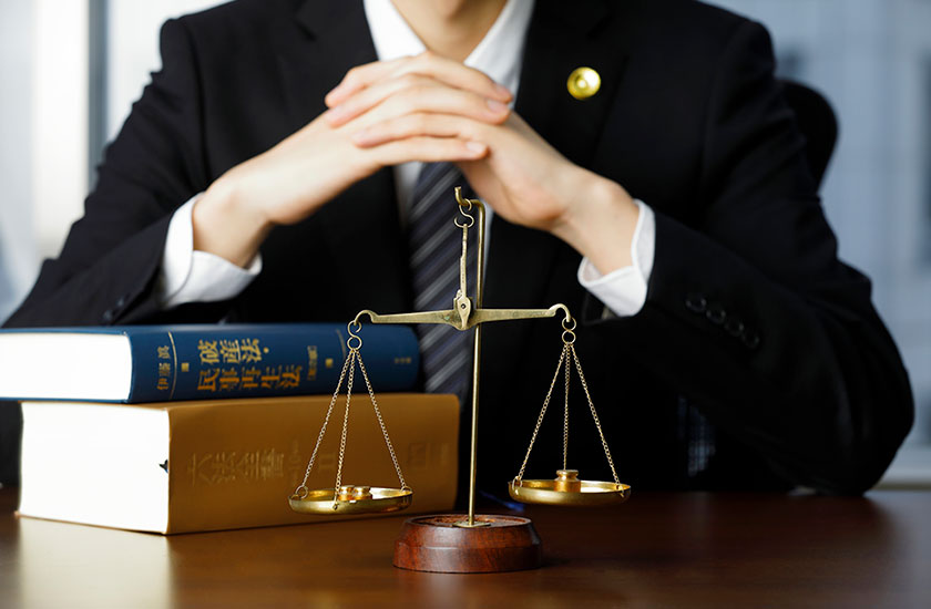 法的知識を備えた専門家のイメージ