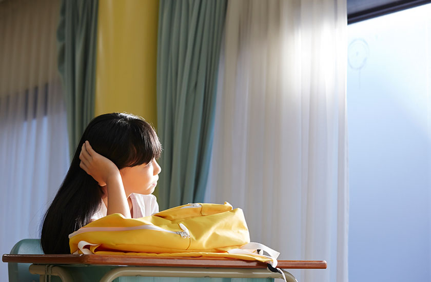 両親の離婚を心配する子供