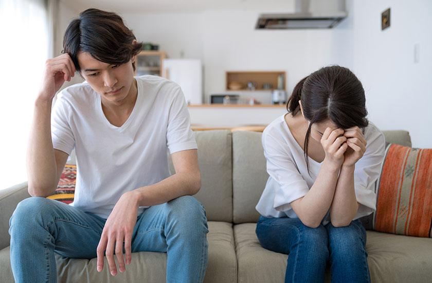 パートナーから別れを切り出され泣き出す女性