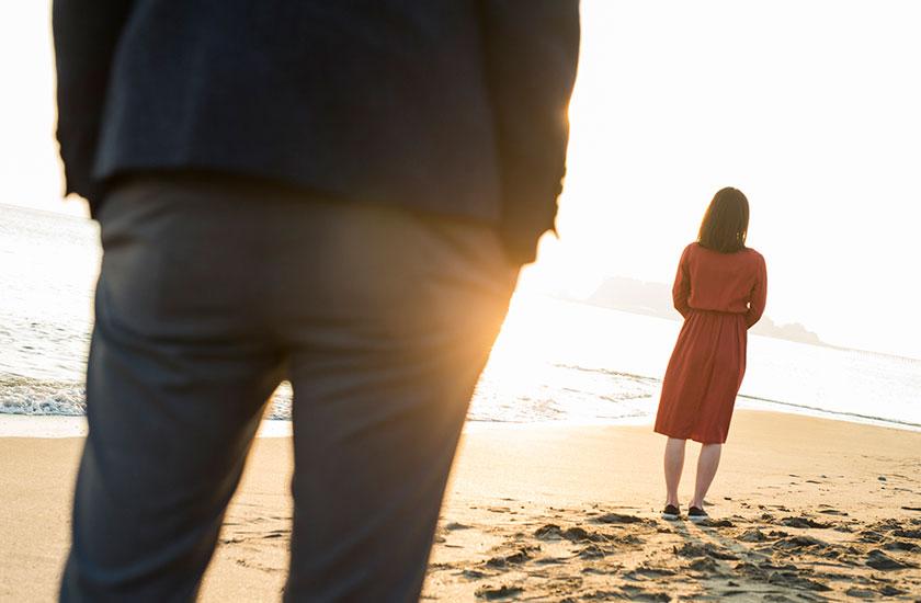 夫と別れる妻