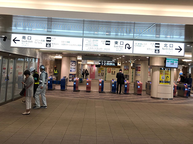 小田急線「本厚木」駅の改札を出て、北口に出ます。