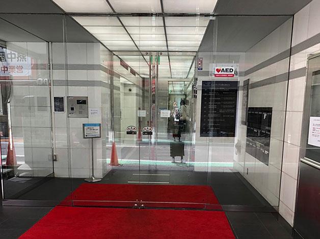 左折すると直ぐ右手にヒューマックス恵比寿ビルの入り口がありますので、エレベータで8階に着きましたらご連絡をお願い致します。
