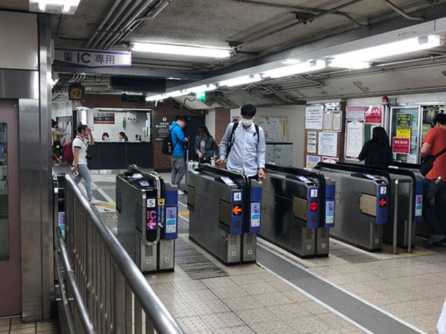 阪急京都線「烏丸」駅西改札口より出ます。