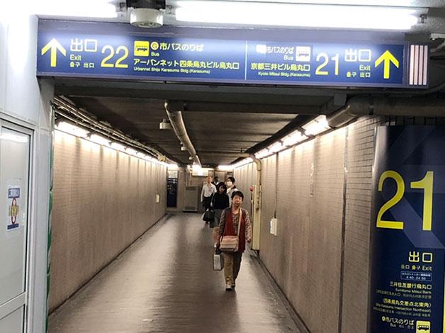 阪急京都線22番出口へ向かいます。