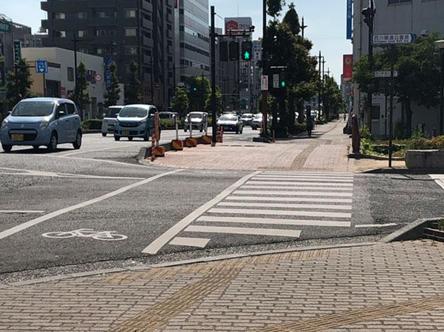 西川緑道公園筋まで出ます。